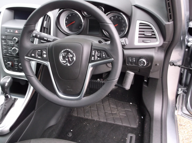 Jeff Gosling right hand control brake accelerator fitted to a 2014 Vauxhall Astra