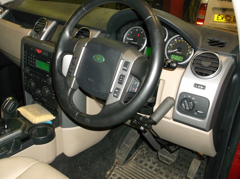Right hand control brake accelerator kit fitted in a 2012 Discovery. View 1.