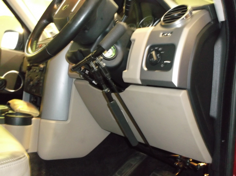 Disabled hand control brake accelerator kit fitted in a 2012 Discovery. View 2.