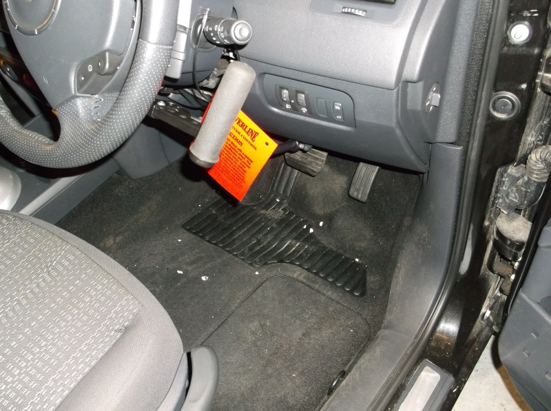 Brig-Ayd SilverLine 2 right hand brake accelerator fitted in a 2007 Renault Megane'. view 1